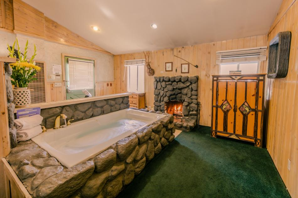[2] Doe Jacuzzi Suite (Jacuzzi Suite) Vacation Rental in Big Bear Lake, California